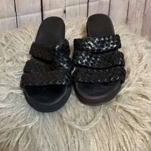 Rockport women's leather 3 strap wedge mules